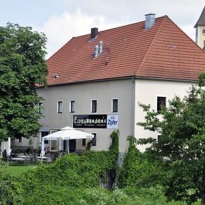 Eidenbergers_mit_gastgarten.jpg